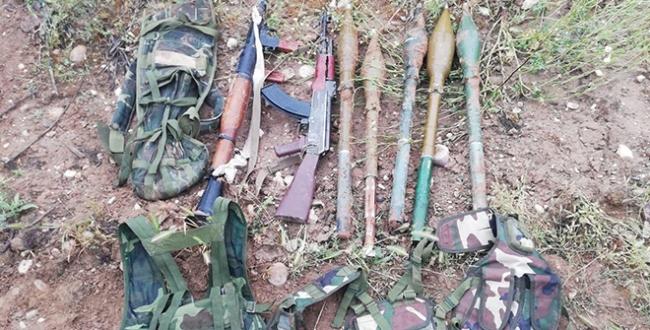 Saldırı hazırlığındaki teröristler silahlarını bırakıp kaçtı