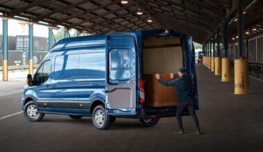 Ford dikkatleri üzerinde toplayan Yeni Transit 'Limited'i ve yüksek kapasiteli soğutucuya sahip 'Frigo Van'ı sundu